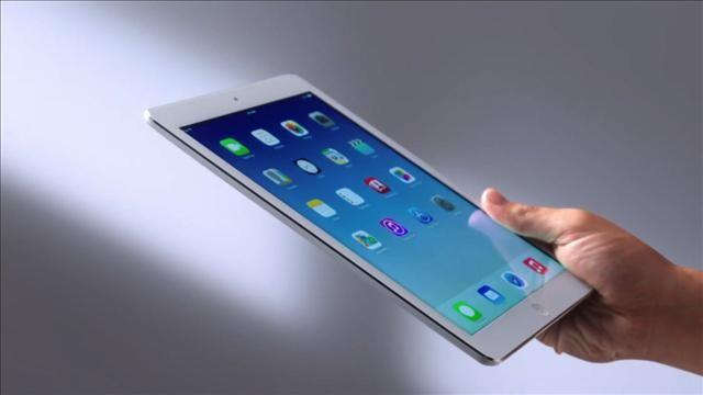 Mossberg_Reviews_the_iPad_Air.jpg