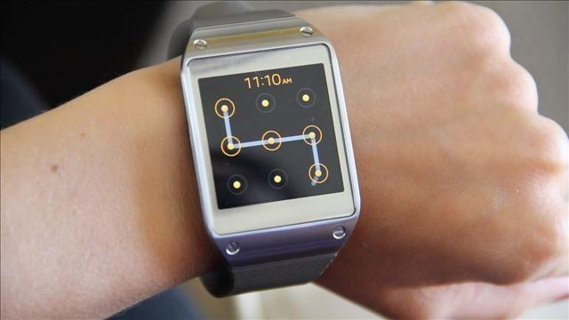Hands_on_with_Samsung_s_Galaxy_Gear_Watch.jpg